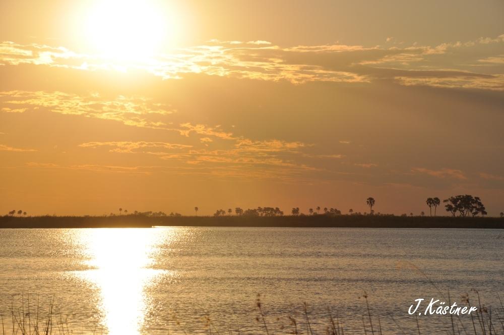 Botswana Treasures. sonne safari botswana afrika  tui berlin Botswana Linyanti Duma Tau Camp Sonnenuntergang