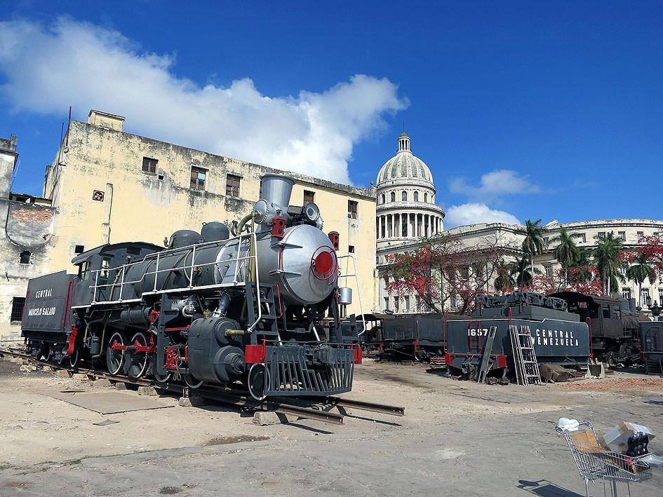 Cuba. Libre? Alles eine Frage der Mobilität staedtereisen sonne kuba karibik mittelamerika  tui berlin kuba rundreise lokomotive
