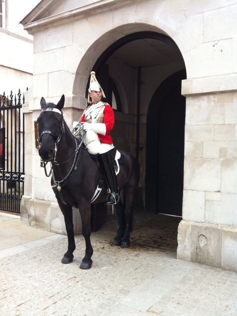 Out and About   A London Weekend Trip staedtereisen europa england  tui berlin london horse guard