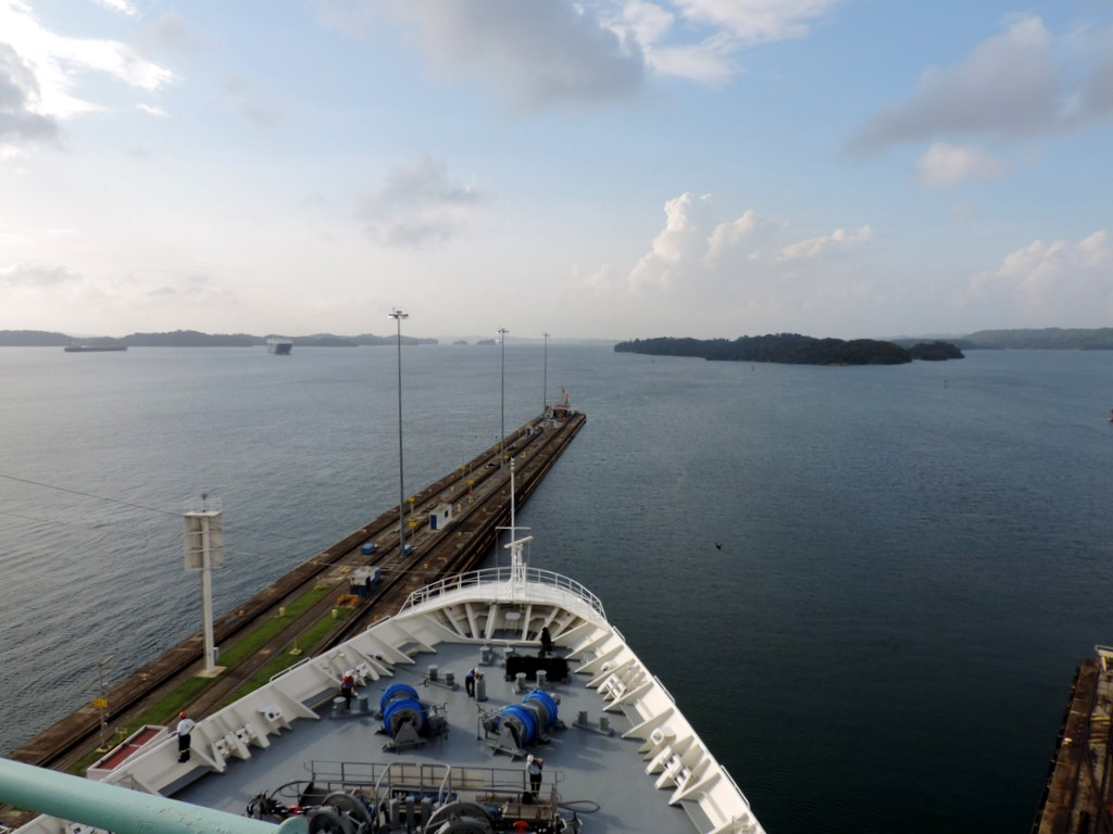 Durch den Panamakanal von Fort Lauderdale nach San Diego. usa sonne kreuzfahrt karibik mittelamerika  tui berlin panamakanal kreuzfahrt einfahrt 1