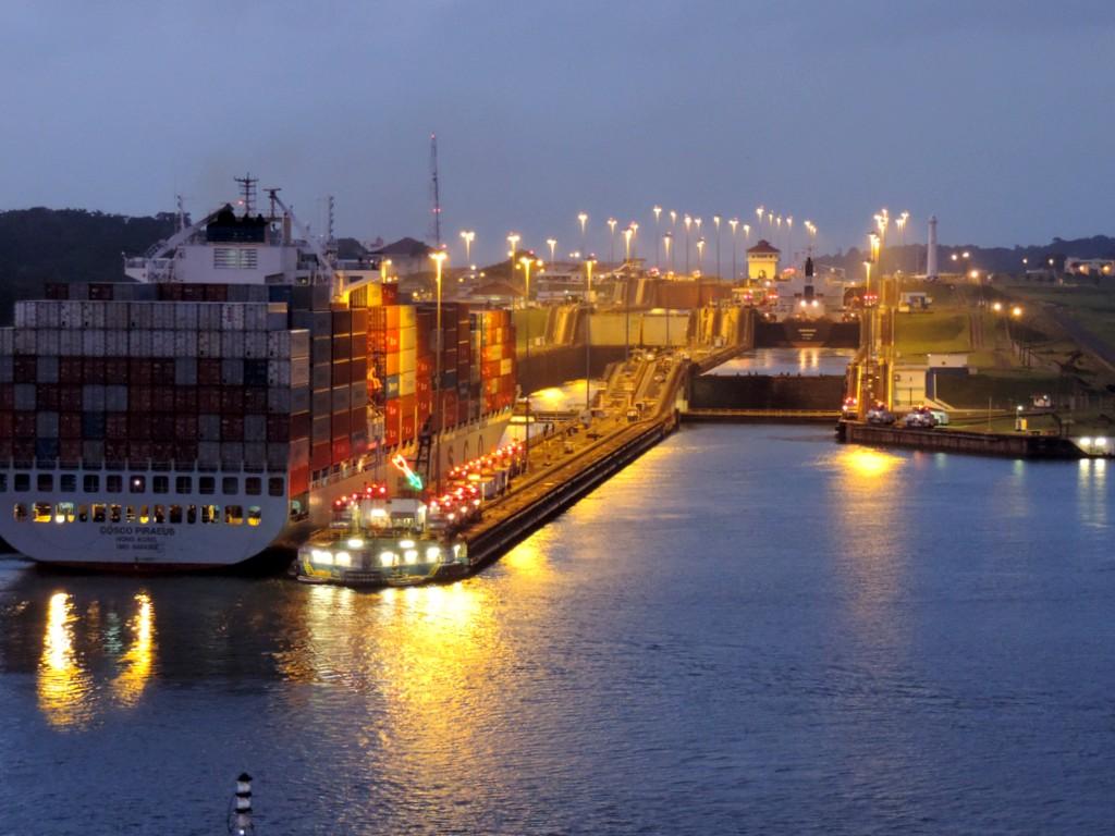 Durch den Panamakanal von Fort Lauderdale nach San Diego. usa sonne kreuzfahrt karibik mittelamerika  tui berlin panamakanal schleuse karibik 1