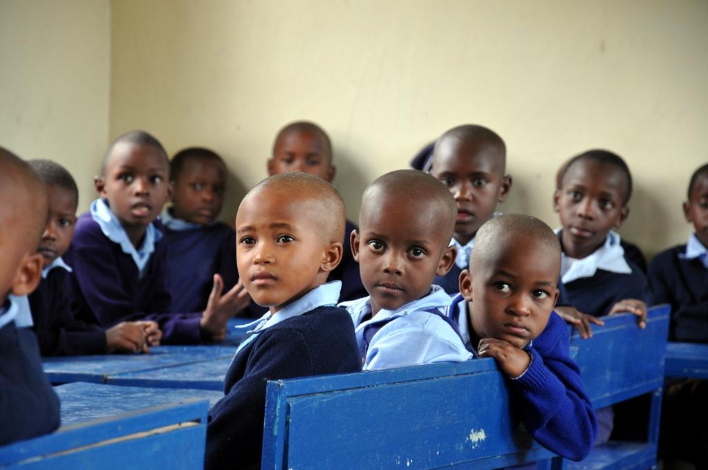 Hunderttausend Gnus und wir. Begegnungen in Tansania. tansania safari afrika  tui berlin Tansania Hatari Lodge Schulbesuch