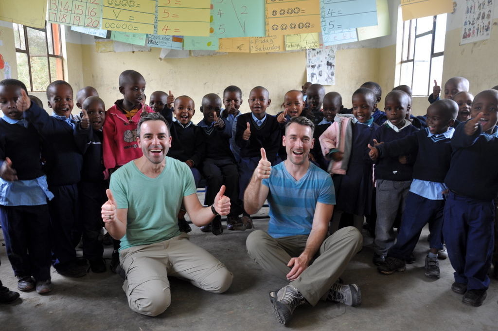 Hunderttausend Gnus und wir. Begegnungen in Tansania. tansania safari afrika  tui berlin Tansania Hatari Lodge Schule