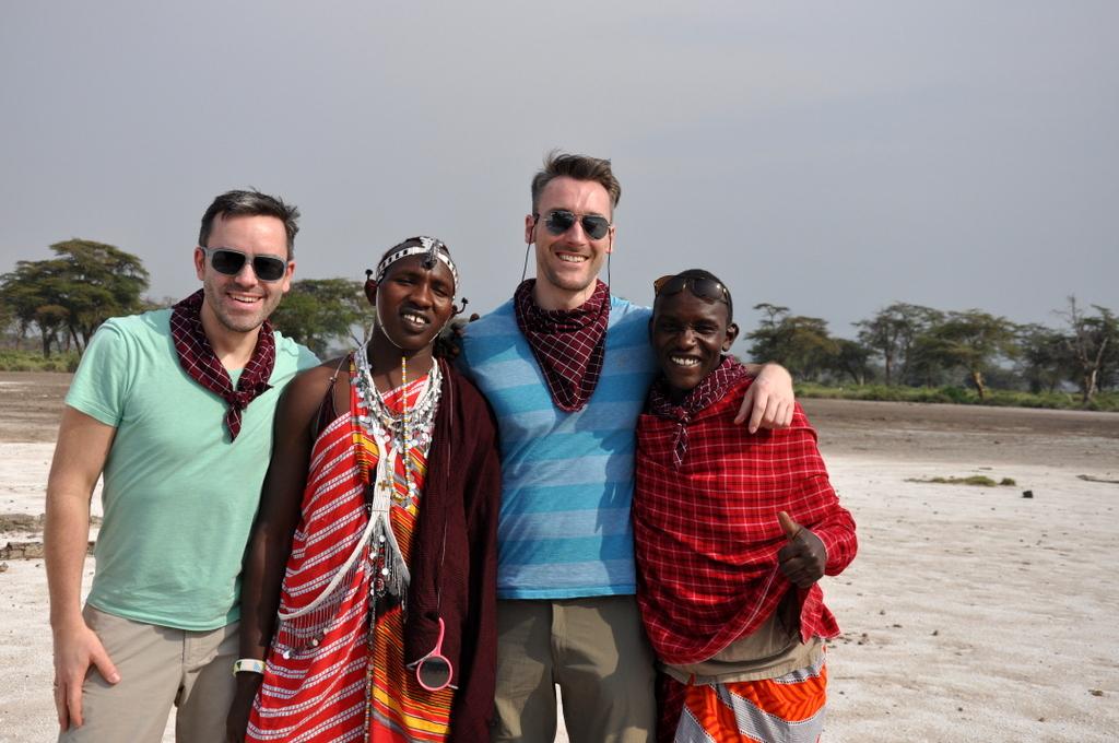 Hunderttausend Gnus und wir. Begegnungen in Tansania. tansania safari afrika  tui berlin Tansania Hatari Lodge Shumata Camp Massai