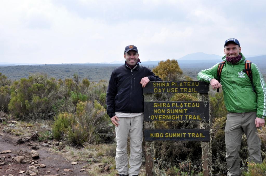 Hunderttausend Gnus und wir. Begegnungen in Tansania. tansania safari afrika  tui berlin Tansania Kilimanscharo Shira Plateau Joerg Kaestner