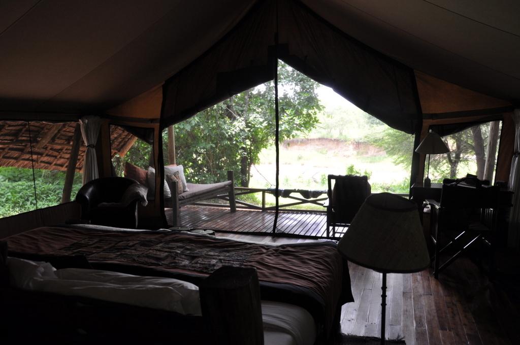 Hunderttausend Gnus und wir. Begegnungen in Tansania. tansania safari afrika  tui berlin Tansania Ruaha Jongomero Camp Zelt