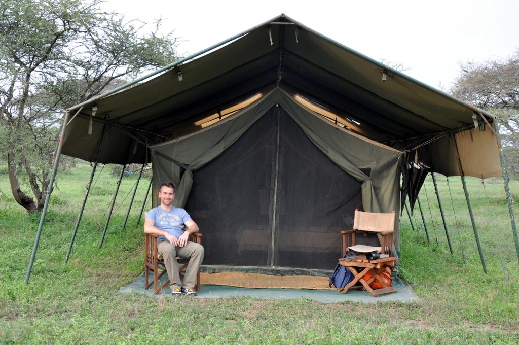 Hunderttausend Gnus und wir. Begegnungen in Tansania. tansania safari afrika  tui berlin Tansania Serengeti Migration Camp Zelt