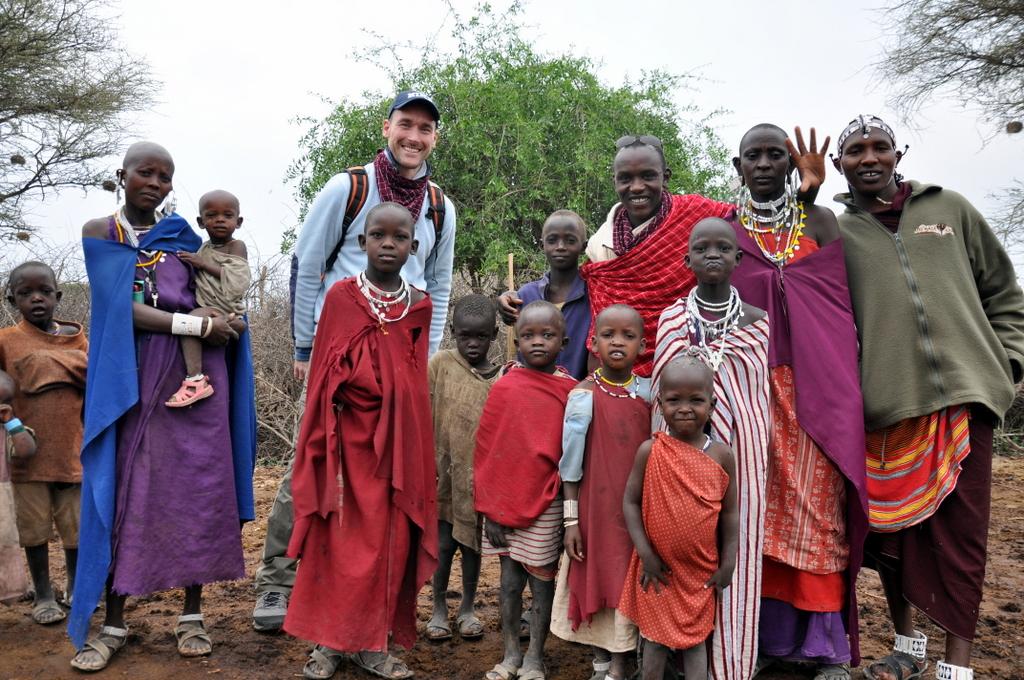 Hunderttausend Gnus und wir. Begegnungen in Tansania. tansania safari afrika  tui berlin Tansania Shumata Camp Massai Besuch
