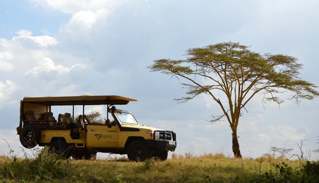 Ach, Afrika... Das neue Segera Retreat in Kenia. sonne safari kenia afrika  tui berlin afrika kenia segera landschaft auto 1