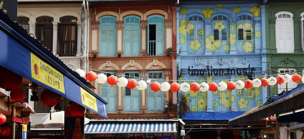 Mit den Genusshandwerkern der Europa 2 durch Asien kreuzfahrt asien  SIN Chinatown coming to life