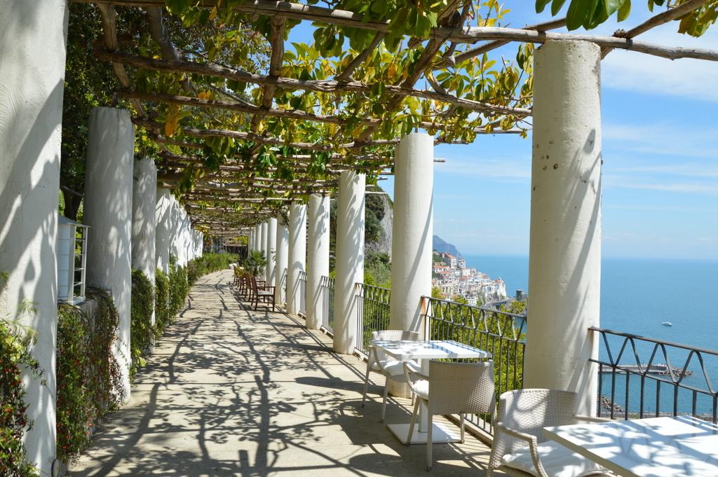 Sibylles Italienreise   von Napoli bis Amalfi staedtereisen sonne land und leute italien europa  tui berlin amalfi kloster panorama 1