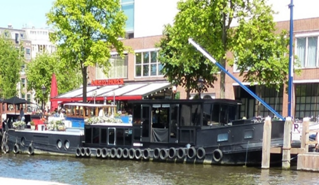 I amsterdam. staedtereisen niederlande europa  tui berlin amsterdam bestattungs schiff 1
