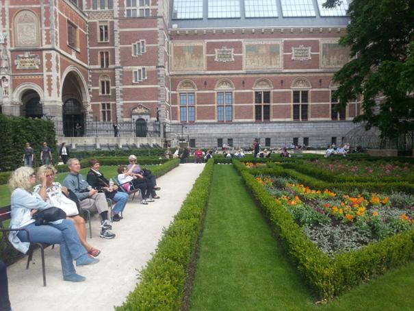 I amsterdam. staedtereisen niederlande europa  tui berlin amsterdam garten rijksmuseum 1