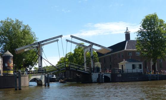 I amsterdam. staedtereisen niederlande europa  tui berlin amsterdam magere brug 1