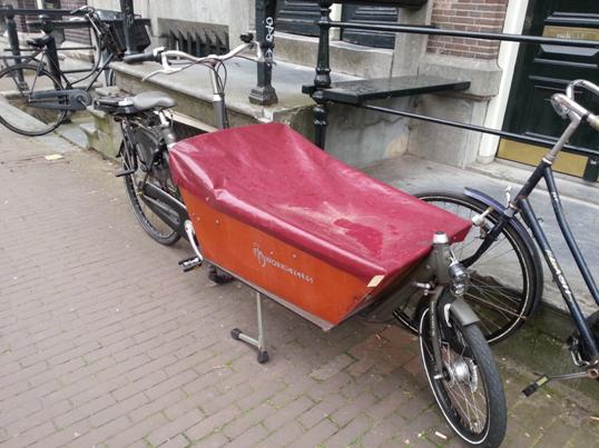 I amsterdam. staedtereisen niederlande europa  tui berlin amsterdam marianne gabel fahrrad 1
