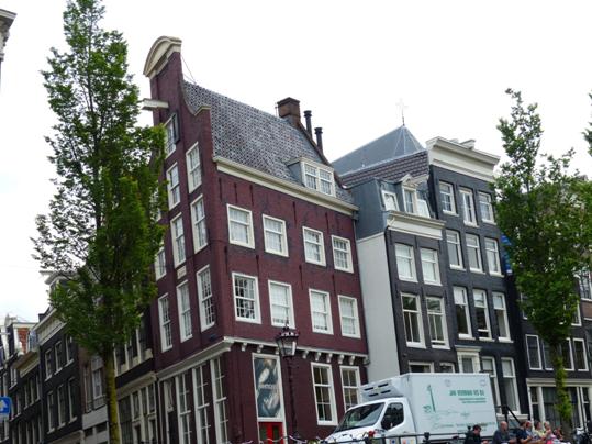 I amsterdam. staedtereisen niederlande europa  tui berlin amsterdam traditionelles haus 1