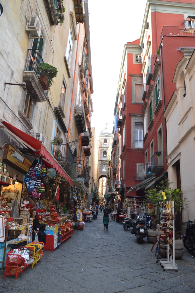 Sibylles Italienreise   von Napoli bis Amalfi staedtereisen sonne land und leute italien europa  tui berlin italien neapel gassen 1
