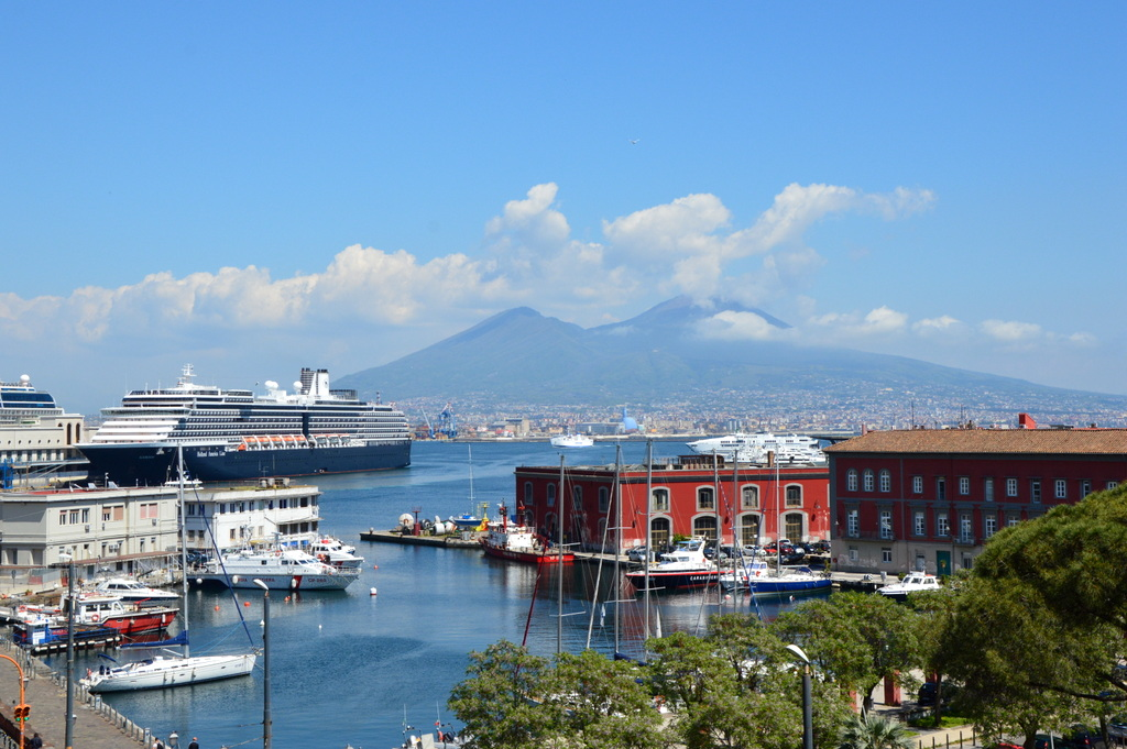 Sibylles Italienreise   von Napoli bis Amalfi staedtereisen sonne land und leute italien europa  tui berlin italien neapel hafen ausblick vesuv 1