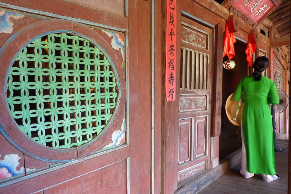Tunnelhäuser und Maßanzüge   in Shoppinglaune durch Hoi An vietnam land und leute asien  tui berlin vietnam hoi an ao dais 1