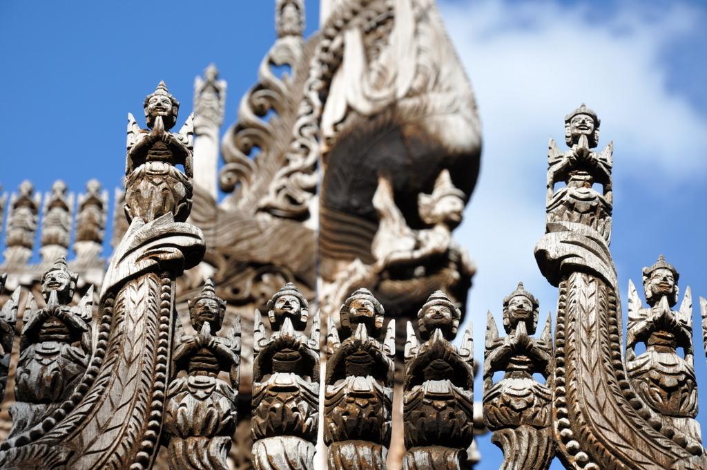 Myanmar. Von goldenen Pagoden und Einbein Fischern. sonne land und leute myanmar asien  tui berlin Myanmar Holzschnitzerei 1