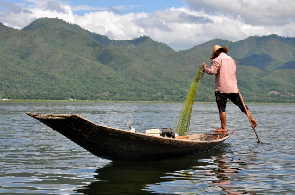 Myanmar. Von goldenen Pagoden und Einbein Fischern. sonne land und leute myanmar asien  tui berlin Myanmar Inle See Einbeinfischer 1