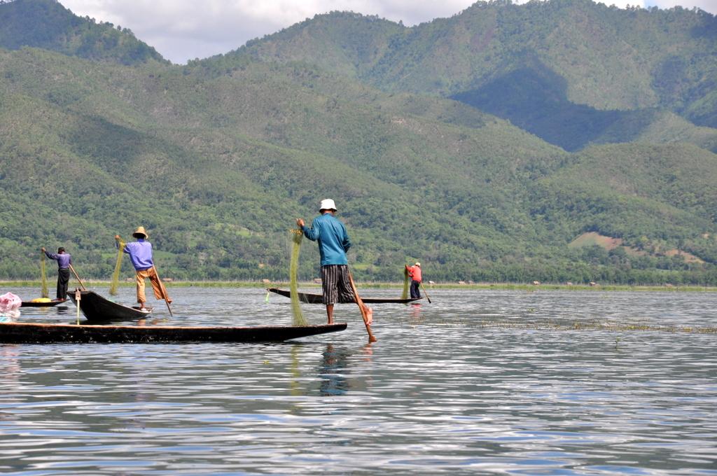 Myanmar. Von goldenen Pagoden und Einbein Fischern. sonne land und leute myanmar asien  tui berlin Myanmar Inle See Fischer 1