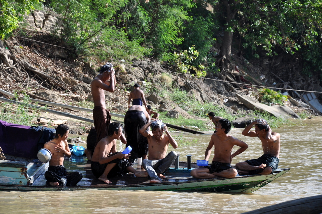 Myanmar. Von goldenen Pagoden und Einbein Fischern. sonne land und leute myanmar asien  tui berlin Myanmar Leben am Fluss 1
