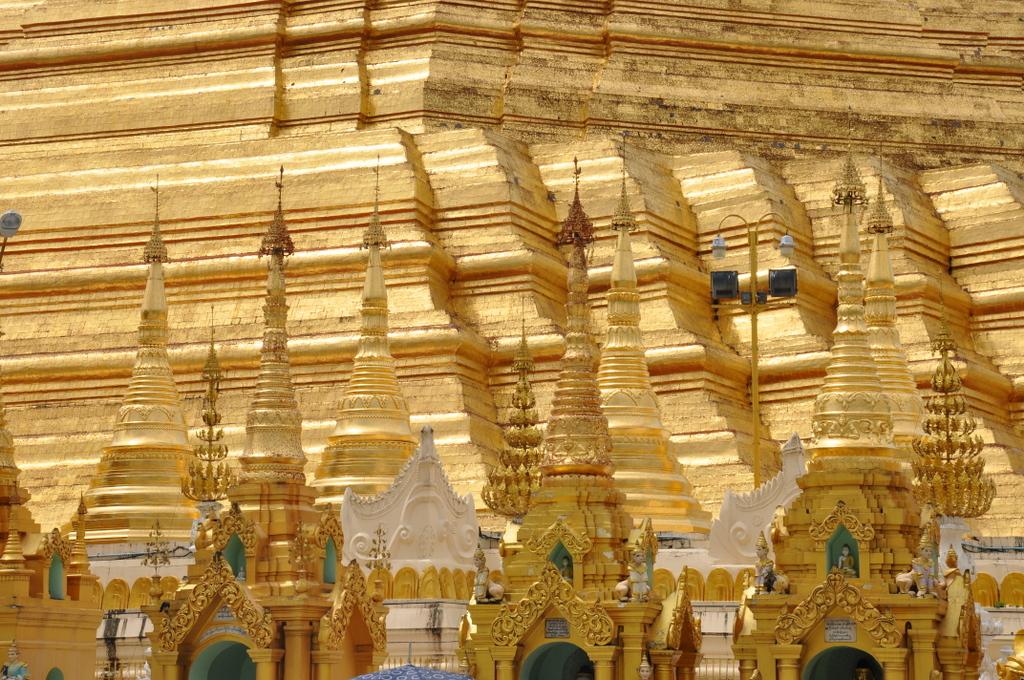 Myanmar. Von goldenen Pagoden und Einbein Fischern. sonne land und leute myanmar asien  tui berlin Myanmar Shwedagon Pagode Gold 1