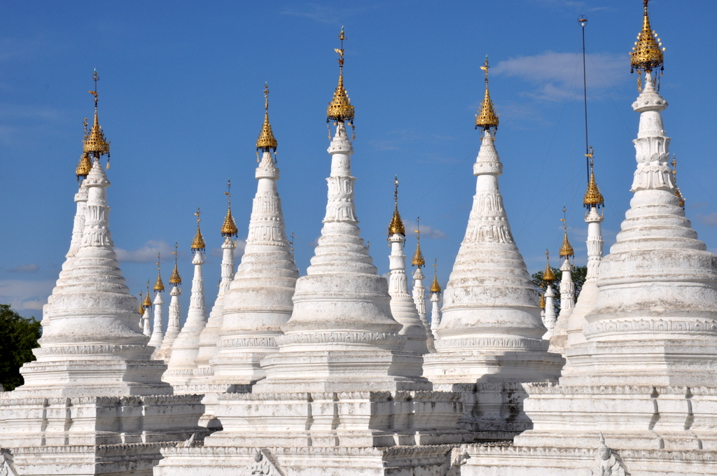 Myanmar. Von goldenen Pagoden und Einbein Fischern. sonne land und leute myanmar asien  tui berlin Myanmar Tempel Mandalay 1