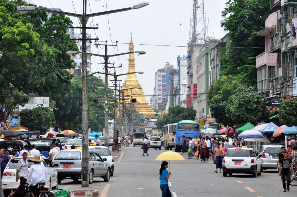 Myanmar. Von goldenen Pagoden und Einbein Fischern. sonne land und leute myanmar asien  tui berlin Myanmar Yangon 1