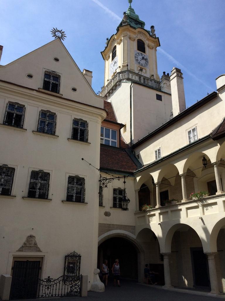 Wien und Bratislava   eine Städtekombination mit Aussicht staedtereisen oesterreich europa  tui berlin altsadt bratislava 1
