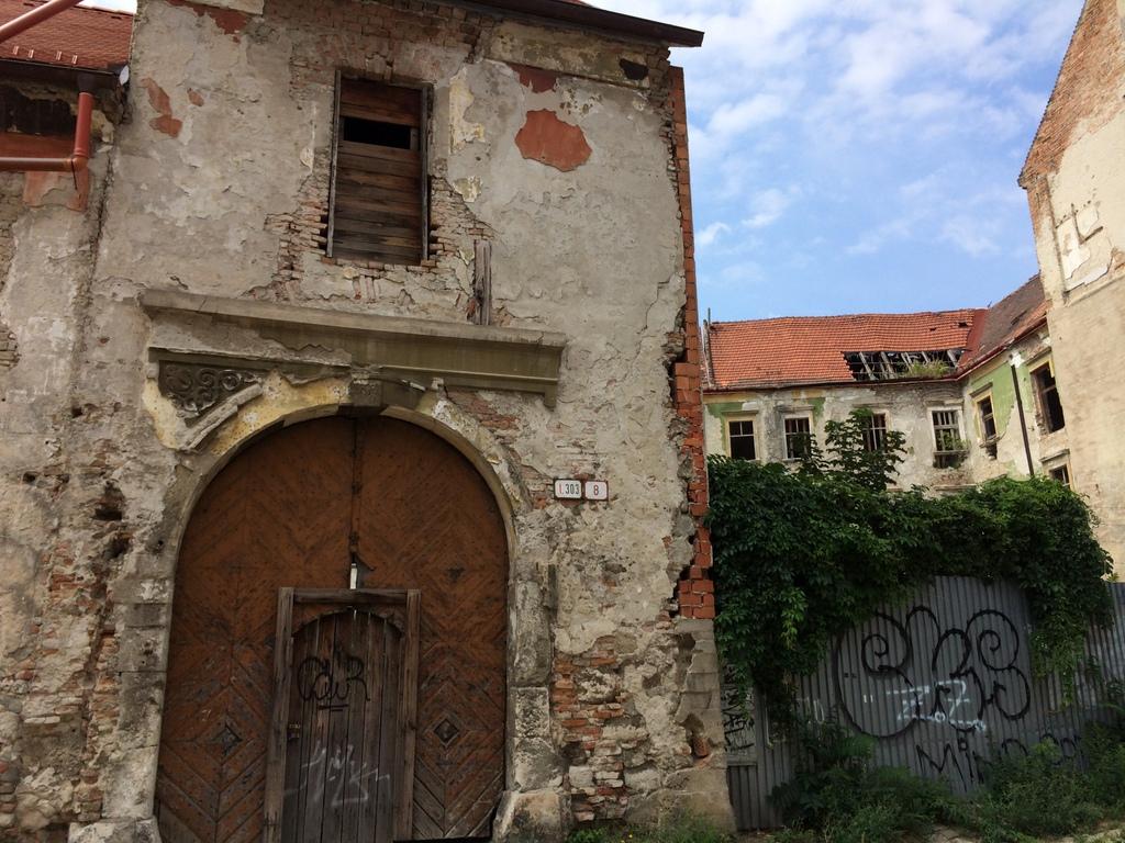 Wien und Bratislava   eine Städtekombination mit Aussicht staedtereisen oesterreich europa  tui berlin bratislava alte gebaeude 1