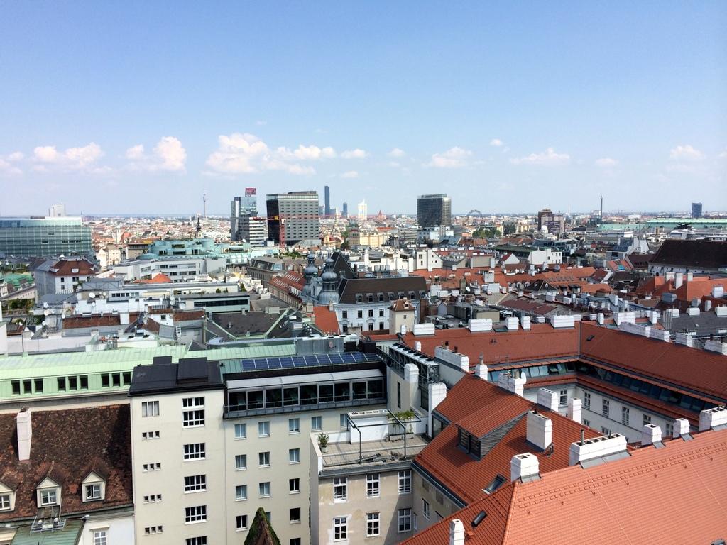 Wien und Bratislava   eine Städtekombination mit Aussicht staedtereisen oesterreich europa  tui berlin wien ausblick stephansdom richtung prater 1