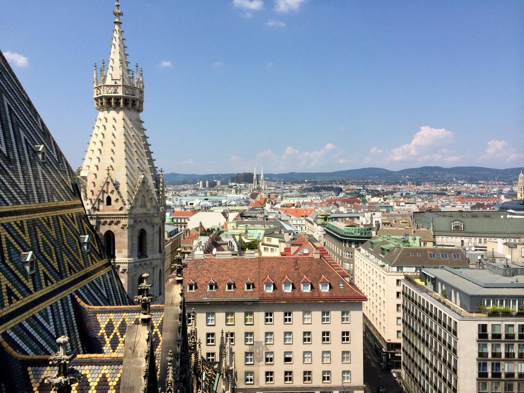 Wien und Bratislava   eine Städtekombination mit Aussicht staedtereisen oesterreich europa  tui berlin wien ausblick vom stephansdom 1