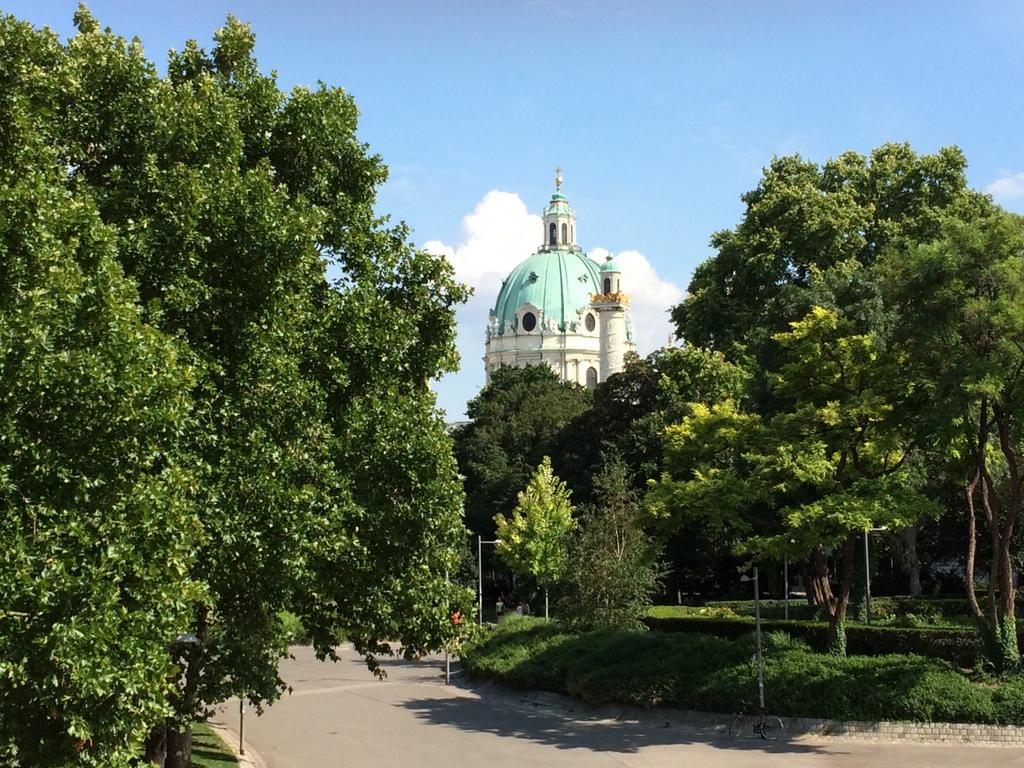 Wien und Bratislava   eine Städtekombination mit Aussicht staedtereisen oesterreich europa  tui berlin wien park 1