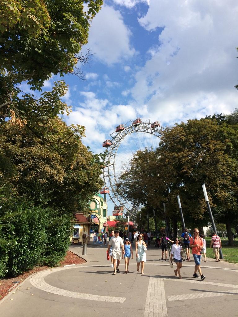 Wien und Bratislava   eine Städtekombination mit Aussicht staedtereisen oesterreich europa  tui berlin wien park riesenrad 1