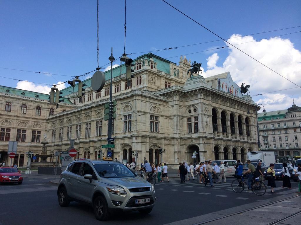 Wien und Bratislava   eine Städtekombination mit Aussicht staedtereisen oesterreich europa  tui berlin wien staatsoper 1