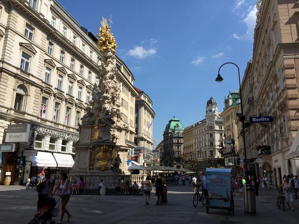 Wien und Bratislava   eine Städtekombination mit Aussicht staedtereisen oesterreich europa  tui berlin wien strassen gegend stephansplatz 1