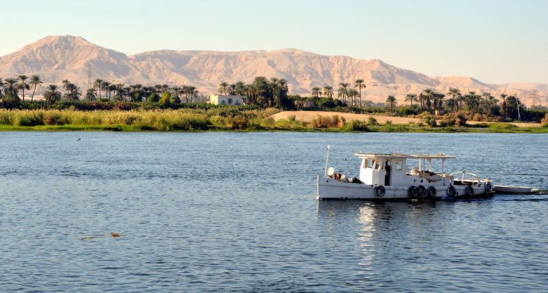 Neulich am Nil staedtereisen sonne land und leute kreuzfahrt aegypten afrika  tui berlin aegypten nilufer boot