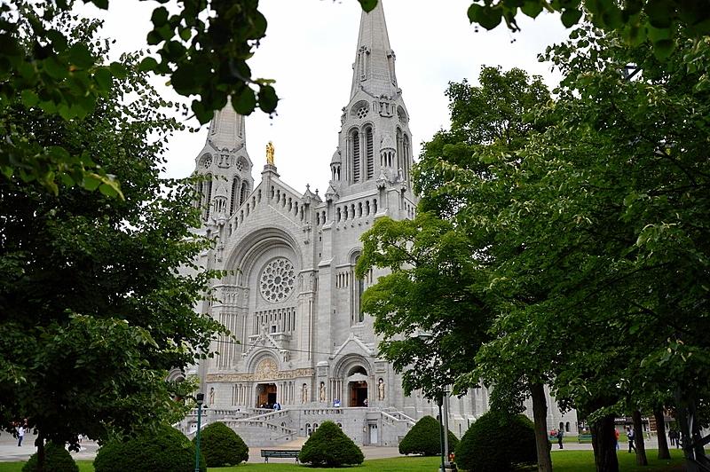Auf Weltreise im Privatjet: Teil 2   Quebec und Tadoussac staedtereisen kanada karibik mittelamerika  tui berlin weltreise quebec basilika heiligen anna