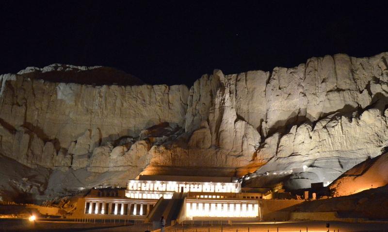 Neulich am Nil staedtereisen sonne land und leute kreuzfahrt aegypten afrika  tui berlin Aegypten Hatschepsut Tempel1