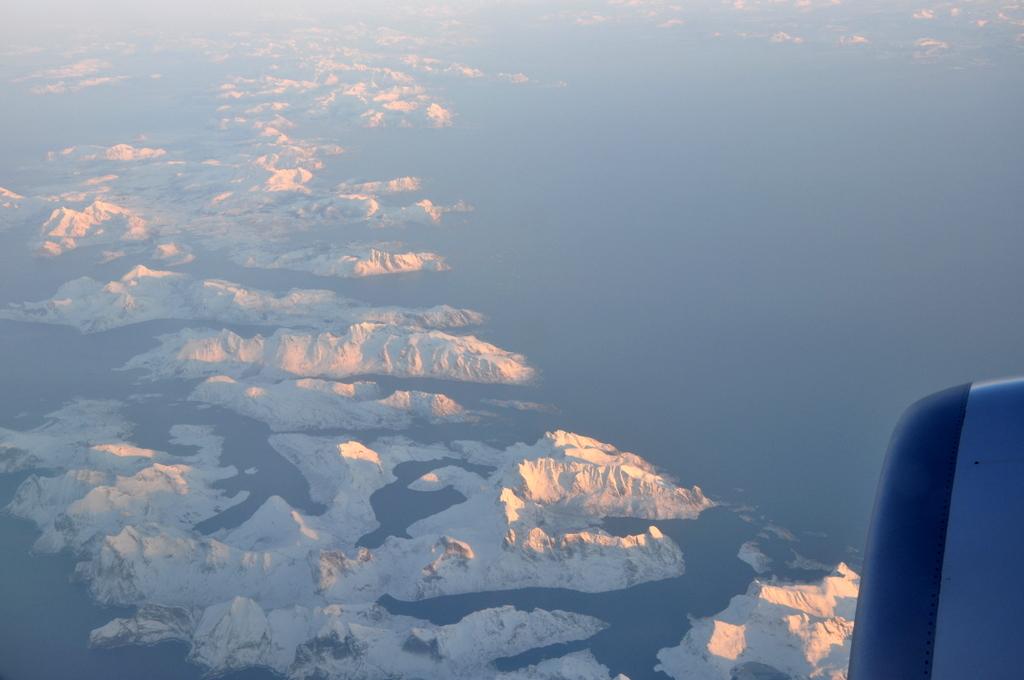 Svalbard   78° 13′ N, 15° 38′ O   Mein Abenteuer nördlich des Polarkreises. schnee land und leute norwegen europa  tui berlin Svalbard Anflug