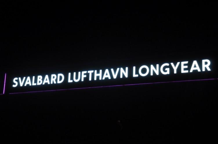 tui-berlin_Svalbard_Flughafen_bei_Dunkelheit-header