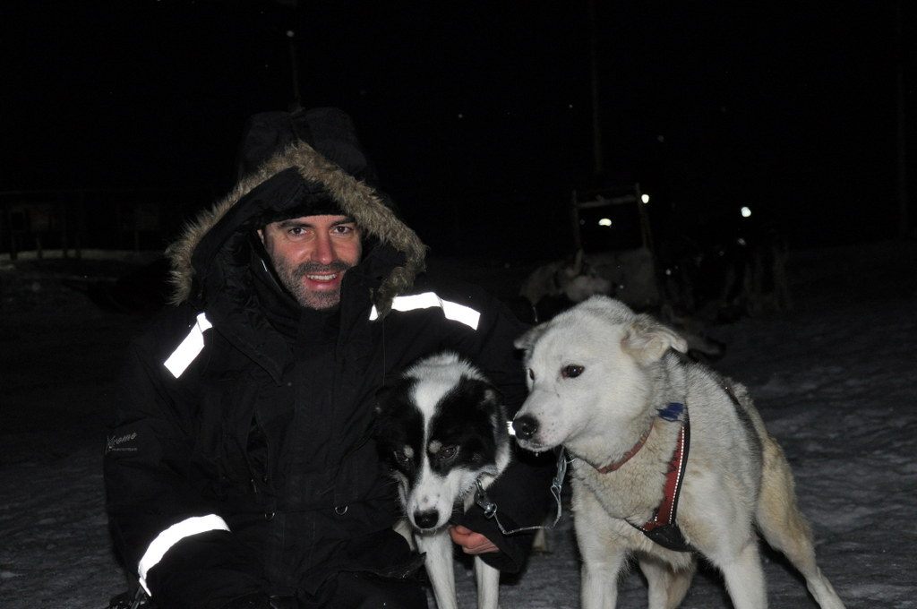 Svalbard   78° 13′ N, 15° 38′ O   Mein Abenteuer nördlich des Polarkreises. schnee land und leute norwegen europa  tui berlin Svalbard Huskys Schlittenfahren