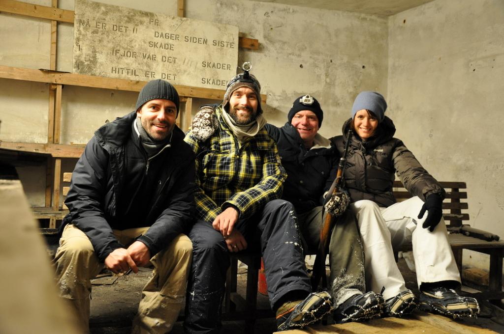 Svalbard   78° 13′ N, 15° 38′ O   Mein Abenteuer nördlich des Polarkreises. schnee land und leute norwegen europa  tui berlin Svalbard Mienenbesuch