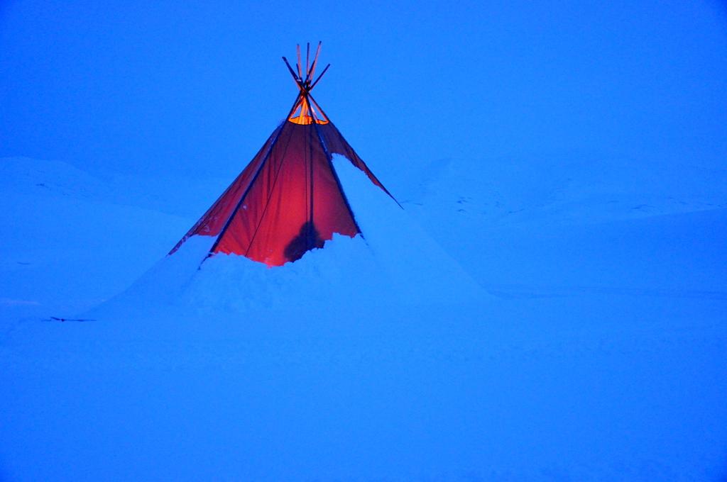 Svalbard   78° 13′ N, 15° 38′ O   Mein Abenteuer nördlich des Polarkreises. schnee land und leute norwegen europa  tui berlin Svalbard Tippi Pause
