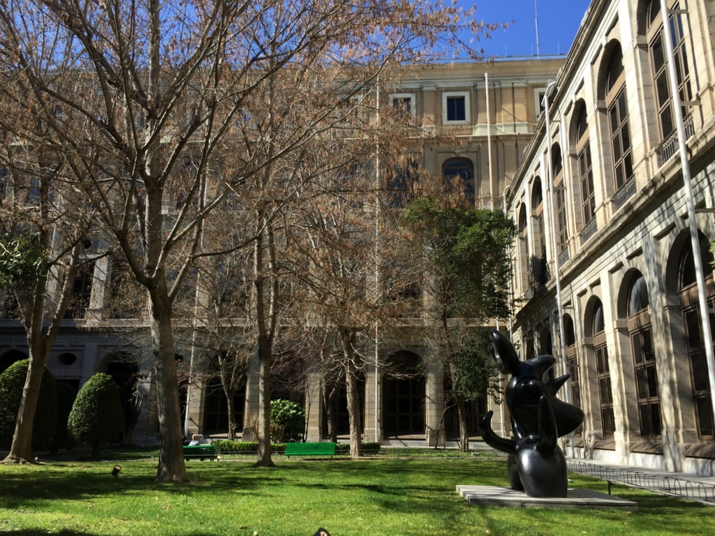 Kurze Wege in Madrid staedtereisen spanisches festland sonne reisebericht europa  tui berlin madrid innenhof reina sofia museum