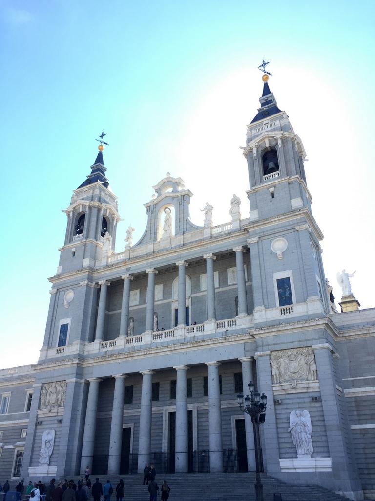 Kurze Wege in Madrid staedtereisen spanisches festland sonne reisebericht europa  tui berlin madrid kathedrale