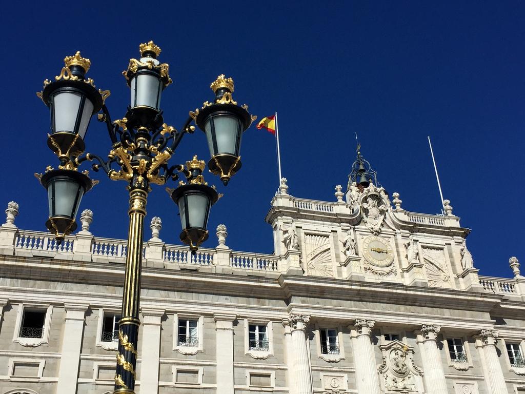 Kurze Wege in Madrid staedtereisen spanisches festland sonne reisebericht europa  tui berlin madrid palacio real de madrid fassade