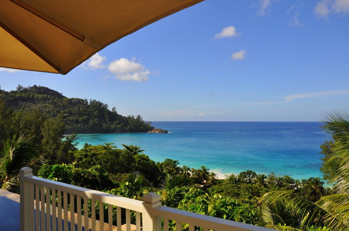 Traumtage auf den Seychellen   Banyan Tree Seychelles strand sonne seychellen indischer ozean orient honeymoon 2  tui berlin Seychellen Banyan Tree Blick Hillside Villa
